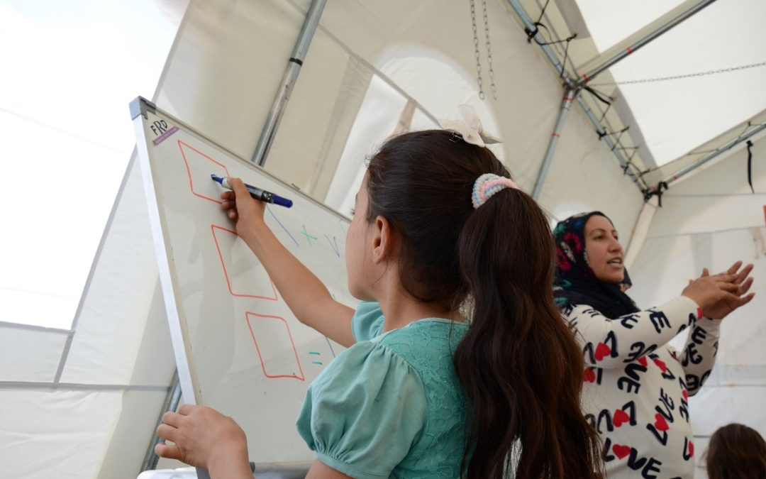 Mobile school brings refugees new hope