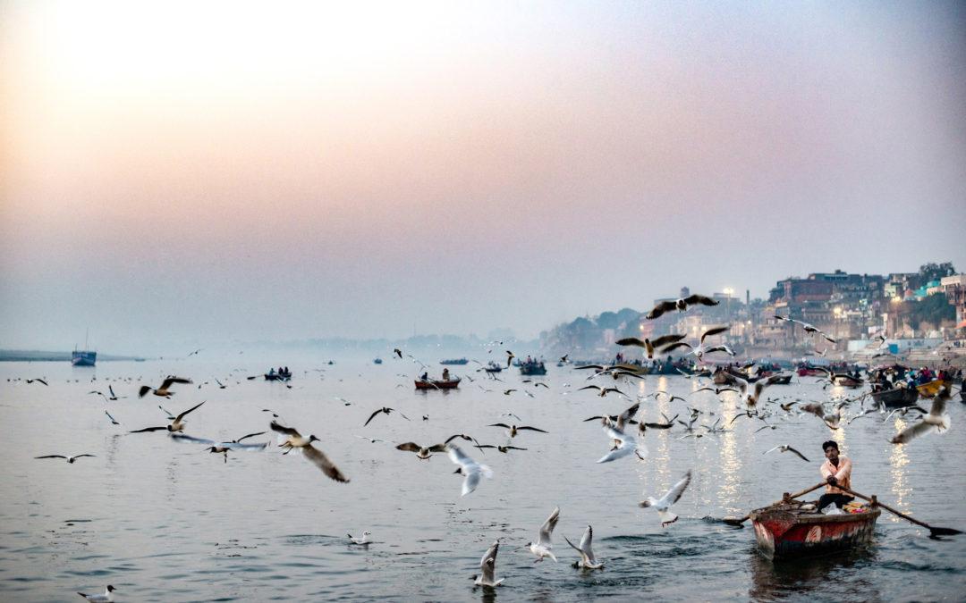 Il viaggio dentro: tre fotografi professionisti, amici da una vita, dedicano il ricavato di questa mostra sull'India a INTERSOS24
