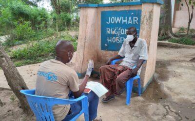 medico parla con paziente in somalia per prevenire diffusione coronavirus