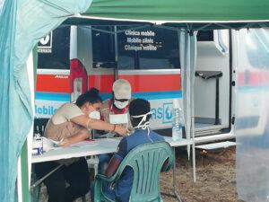 medico intersos visita bracciante in sicilia