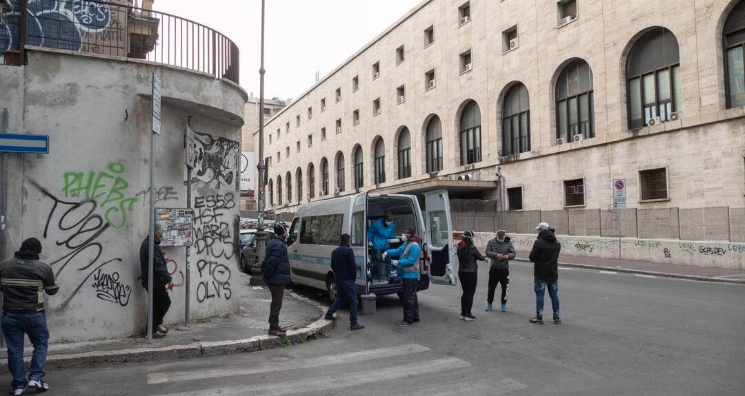 COVID-19, a un anno dal lockdown in Italia, il nostro intervento per gli invisibili